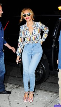 Beyoncé is flawless in these high waisted jeans and fun blouse + shoes.