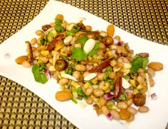 Peanuts are a good source of dietary protein and provide energy and other health benefiting nutrients, antioxidants, vitamins and minerals. This peanut salad is refreshing, tasty and easy to make. Peanut Chaat Recipe, Bhel Puri Recipe, Vada Pav Recipe, Peanut Recipes, Puri Recipes, Indian Food Recipes, Ethnic Recipes, Indian Foods, Green Chutney Recipe