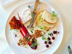 Sexy looking cheese plate! Stay hungry with this list > 15 Canadian culinary Instagram feeds you should be following