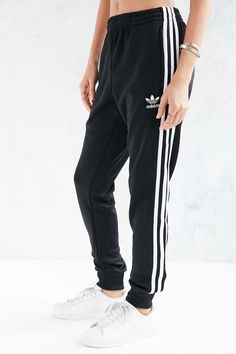 Adidas Women Shoes - adidas Originals Unisex Superstar Cuff Track Pant - We reveal the news in sneakers for spring summer 2017 Sport Outfits, Fall Outfits, Summer Outfits, Casual Outfits, Women's Casual, Pants Adidas, Adidas Outfit, Adidas Sweatpants, Pants Outfit