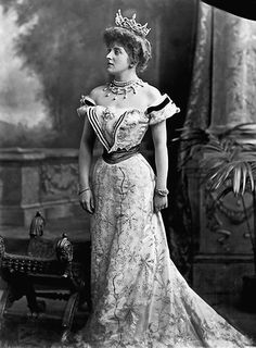Lafayette Portrait Studios. London, 1900: Lady Almina, the 5th Countess of Carnarvon. Courtesy of Highclere Castle Archives. She was the real life countess at the time of the fictional Downton Abbey- really Highclerc Castle. Her father was a Rothchild & she put millions into the estate. Her husband was a famed Egyptian explorer & archeologist.