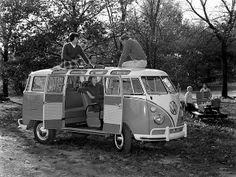 Image: Volkswagen Kombi (bus) in 1962. (© Courtesy Volkswagen AG)