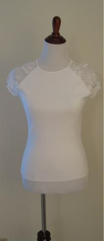 Women's Designer Cache White Top With Lace Cap Sleeves (Sz M)