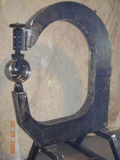 my homemade english wheel /ot Vintage Industrial Furniture, Metal Furniture, Industrial Table, Furniture Design, Cool Tools, Diy Tools, Welding Shop, Welding Table, Metal Fabrication Tools