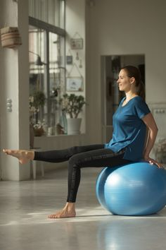 1d194cb6582 Fitball swiss ball gimnasia pilates domyos azul medium