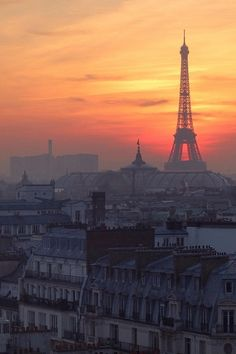 Sunset behind the Eiffel Tower