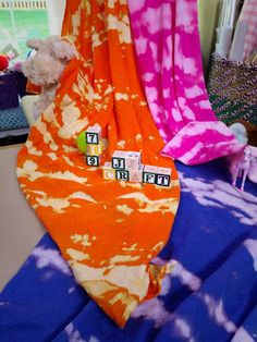 @Lilyshop with Jessie Jane  takes a plain white #muslin #blanket and turns it into a #trendy #tiedye #swaddler