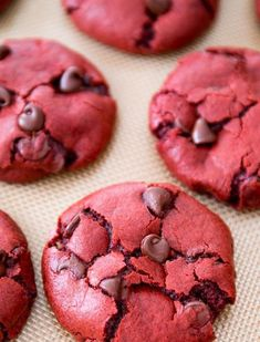Soft-baked red velvet chocolate chip cookie recipe made from scratch. Plus, a bonus recipe for red velvet cake mix crinkle cookies! Today's recipe continues my love affair with red velvet […] Red Velvet Desserts, Red Velvet Cookies, Velvet Cake, Cream Cookies, Velvet Cupcakes, Chip Cookie Recipe, Cookie Recipes, Dessert Recipes, Chocolate Chip Cookies