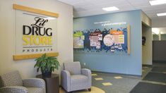 branded-environments_lil-drug-store_wall-and-logo.jpg (800×450)