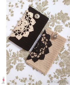 Black / beige crochet smart phone cover by Anabelia. So pretty. Vintage style.