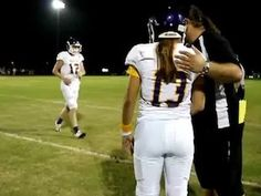 Erin DiMeglio first female varsity quarterback in Florida football history. Girls Playing Football, Girl Football Player, High School Football Games, Football Girls, Football Players, Florida Football Teams, Athlete Quotes, Legends Football, Football Wallpaper
