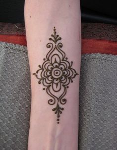 Easy henna tattoo