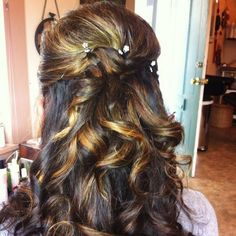 Curl your hair in this fun and flirty halfdo for an unforgettable prom look. Hair Stiles, Hair Ideas, Hair Curls, Hair 2013, Amber, Prom Hair, Hair Style, Prom Makeup, Occasion Hairstyles
