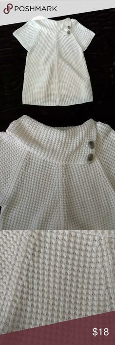 Women's adorable sweater Perfect shape and super cute!  You will live this?? Worthington Sweaters Crew & Scoop Necks