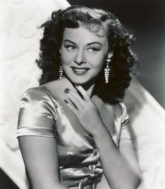 Paulette Goddard in The Crystal Ball Hollywood Icons, Golden Age Of Hollywood, Hollywood Stars, Hollywood Actresses, Classic Hollywood, Old Hollywood, Actors & Actresses, Hollywood Divas, Hollywood Glamour