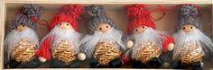 Straw Santas w/Knit Clothing - 5 pk