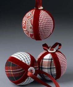 13 Easy DIY Christmas Ornaments For A Personalized Tree Decor Looking for some inexpensive DIY ornaments for your Christmas tree? Take a peek at my favorite list of easy DIY Christmas tree ornaments and be inspired! Fabric Christmas Ornaments, Homemade Christmas Decorations, Diy Christmas Ornaments, How To Make Ornaments, Handmade Ornaments, Handmade Christmas, Christmas Trees, Beaded Ornaments, Half Christmas