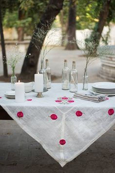 The Indian design scene is looking better than ever — in my opinion, this is because India is finally embracing its own unique position within the industry and creative worth. Linen Tablecloth, Table Linens, Tablecloths, Good Earth India, Indian Aesthetic, Bedding Inspiration, Earth Design, Textiles, Dining Table In Kitchen