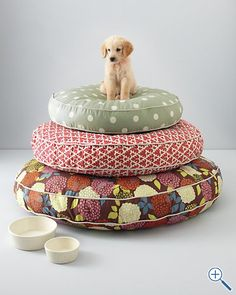 super cute dog beds - Garret Hill Dog Bed Collection Parker Crockett you never told me that Garret makes pizza, spicy chicken wraps AND dog beds! Cute Dog Beds, Puppy Beds, Pet Beds, Doggie Beds, Round Dog Bed, Super Cute Dogs, Driven By Decor, Cute Bedding, Bedding Sets