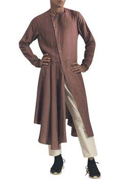 Buy Asymmetric hemline kurta with side button placket by Antar Agni- Men at Aza Fashions White Trousers, Trouser Pants, Antar Agni, Gents Kurta Design, Men's Wardrobe, Kurta Designs, Wrap Style, Indian Outfits, Hemline