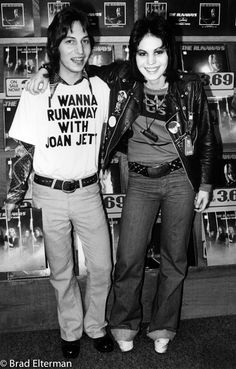 1976 Los Angeles, CA-Joan Jett of The Runaways greets a fan. (Photos by Brad Elterman/BuzzFoto.com)