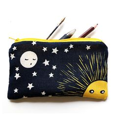 This moon pencil case is illustrated from one of my linocuts. Printing on canvas rustic has been carried out in a traditional textile mill in France. It