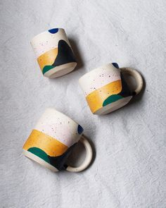 Sorry for the silence from the past month. We've been traveling to LA and Michigan to visit our families. Ceramic Mugs, Ceramic Pottery, Pottery Art, Ceramic Art, Pottery Painting, Ceramic Painting, Cerámica Ideas, Painted Plant Pots, Modern Mugs