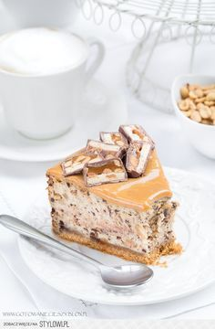 Sernik snickers wersja z erytrolem- 259 kcal B: T: W: Snickers Cheesecake, Cheesecake Recipes, Dessert Recipes, Delicious Desserts, Yummy Food, Desserts With Biscuits, Homemade Cakes, Cake Cookies, Yummy Cakes