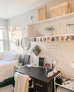 dream college dorm room omgggg All College Students Need This cute dorm room decorating ideas This is the niceideas to your dorm room to decorateit. Cool Dorm Rooms, College Dorm Rooms, College Life, College Room Decor, College Hacks, Teen Room Decor, Room Ideas Bedroom, Bedroom Inspo, Dorm Room Themes