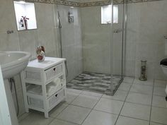 Small bathroom seamless shower