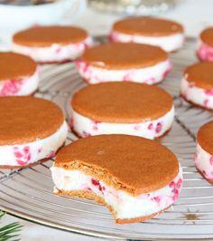 Ljuvligt god Pepparkaksglass i portionsstorlek –klicka här för recept!