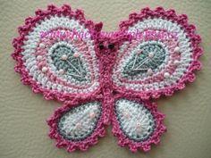 Háčkovaná aplikace motýlek.