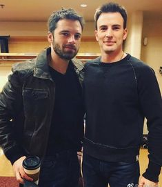 sebastian stan and chris evans marvel memes, marvel comics, marve Sebastian Stan, Capitan America Chris Evans, Chris Evans Captain America, The Avengers, Marvel Actors, Marvel Dc, Marvel Memes, Marvel Comics, Steve Rogers