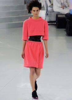 Karl Lagerfeld schickt für Chanel Elfen in Turnschuhen über den Laufsteg und überrascht wieder mal aufs Neue