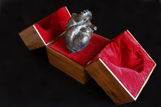Reliquary heart bronze+wood box