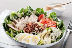 """We're going to spare you the lecture filled with impractical """"rules"""" for what you should or shouldn't eat at the salad bar. Instead, we're going to level with you about how to refine a few of your salad bar habits with some practical tips. Dukan Diet Reviews, Clean Eating, Healthy Eating, Celebrity Diets, Salad Bar, Cobb Salad, Healthy Food Delivery, Diet Menu, No Carb Diets"""