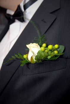 How to Make a Corsage and Boutonniere From Silk