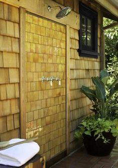 ideas de diseño al aire libre ducha, metal y madera cabina de ducha