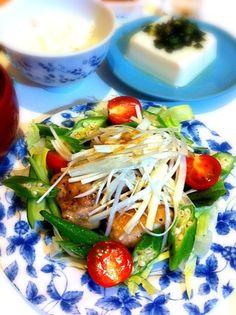 肉、ネギの下で見えない(^_^;)甘酢で野菜もたくさん食べられます。 - 1件のもぐもぐ - 炒め鶏肉サラダ by kikicyoko