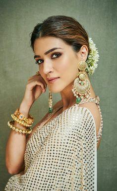 Bollywood Girls, Bollywood Stars, Stylish Girls Photos, Girl Photos, Fancy Earrings, Aquamarine Jewelry, Cute Girl Photo, Beautiful Bollywood Actress, Festival Dress