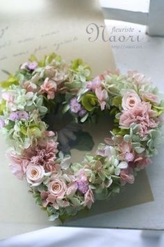 Lovely~ will have to find these flowers to create this beautiful wreath. Wreath Crafts, Diy Wreath, Door Wreaths, Deco Floral, Arte Floral, Floral Design, Funeral Flowers, Wedding Flowers, Valentine Wreath