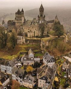 Braunfels, medieval Castle in Germany Beaux Arts Architecture, Beautiful Architecture, House Architecture, Chateau Medieval, Medieval Castle, Medieval Town, Fantasy Castle, Fairytale Castle, Beautiful Castles