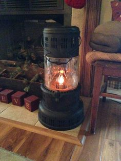 Old kerosene heater turned into flickering lamp. Bought it in NC many years ago. Old Stove, Stove Oven, Diy Heater, Kerosene Heater, Antique Stove, Metal Containers, Milk Cans, Country Crafts, Architectural Salvage