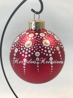 Christmas Mandala, Christmas Rock, Christmas Ball Ornaments Diy, Christmas Decorations, Mandala Painted Rocks, Mandala Stencils, Dot Art Painting, Dotted Art, Mandela Art