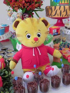 CLAKEKA: Festa Daniel Tiger Neighborhood