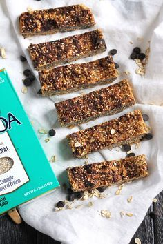 Almost no-bake quinoa granola bars with simple, natural ingredients. Only require a few ingredients and so easy to make! FREEZER FRIENDLY!