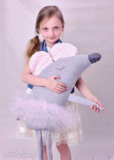 Sewing Pillows Animals Fabrics 19 Ideas For 2019 - funnyfarm Sewing Toys, Sewing Crafts, Muñeca Diy, Baby Ballerina, Mouse Crafts, Fabric Animals, Felt Baby, Fabric Toys, Plush Pattern