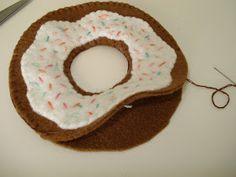 cupcake cutie: FREE FELT FOOD PATTERN: DONUTS