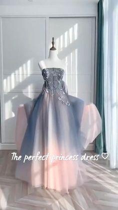Ombre Prom Dresses, Unique Prom Dresses, Beautiful Prom Dresses, Quinceanera Dresses, Pretty Dresses, Prom Party Dresses, Gowns For Party, Prom Dress Long, Vintage Prom Dresses