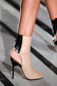 ♥Victoria Beckham -  (Absolutely gorgeous shoes, but also, absolutely wrong size for the wearer!)